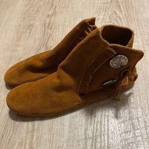 Women's Minnetonka sz 10 soft sole moccasins